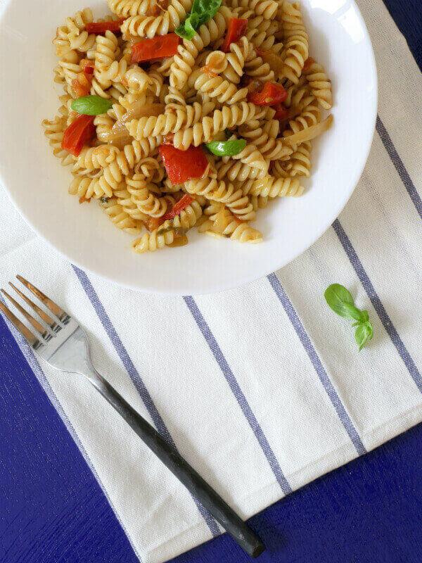 פסטה ברוטב עגבניות ופלפלים