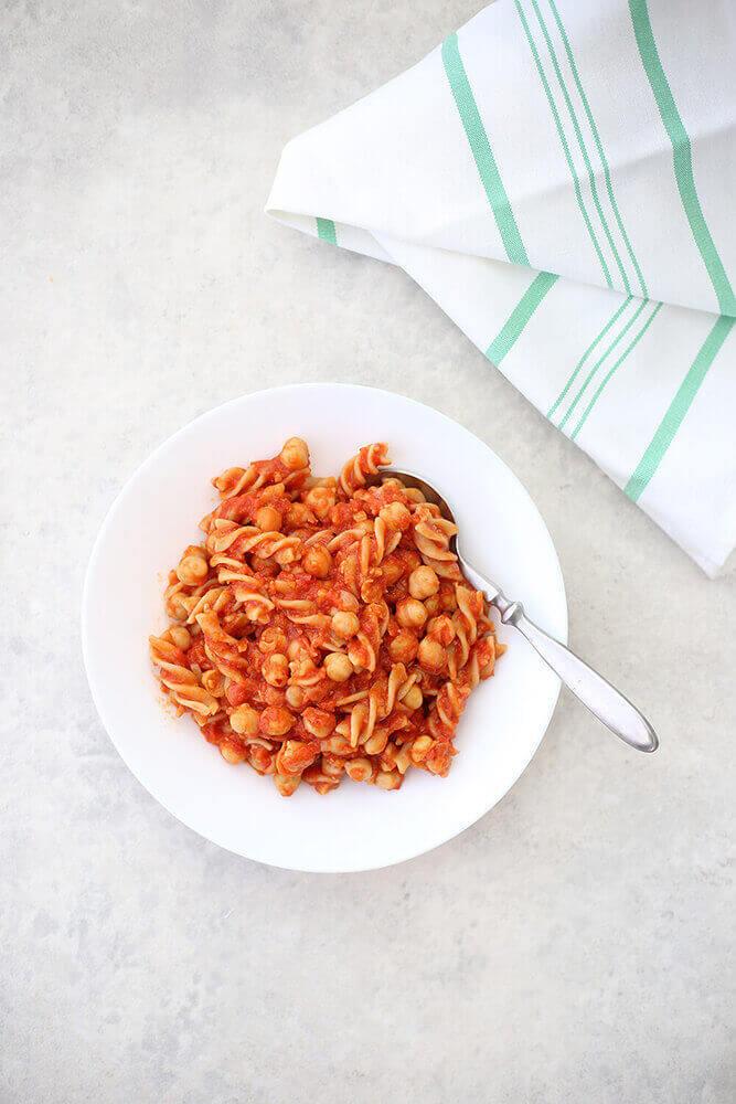 פסטה ברוטב עגבניות וחומוס בבלוג כל הדברים הטובים